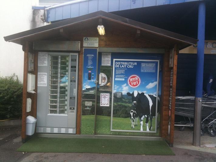 Distributeur de lait cru du producteur au consommateur